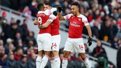 Xhaka y Aubameyang marcaron los goles del Arsenal. (Foto: Getty)