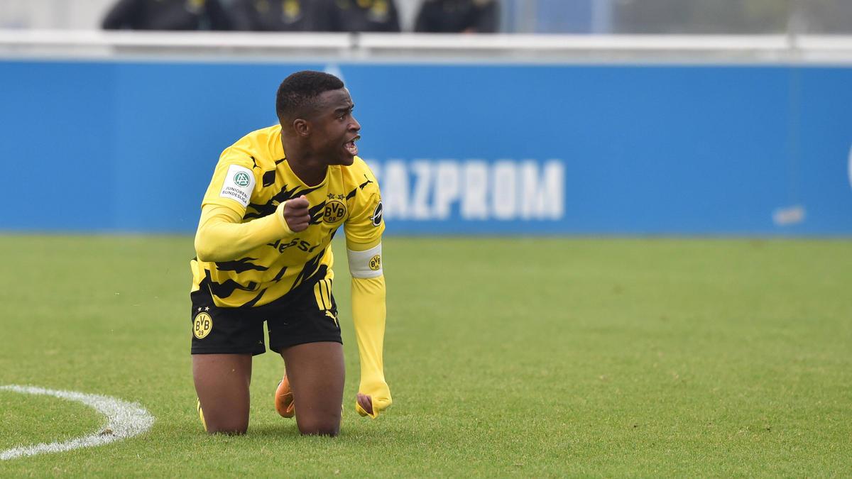 Wurde von Fans des FC Schalke 04 beleidigt: BVB-Talent Youssoufa Moukoko