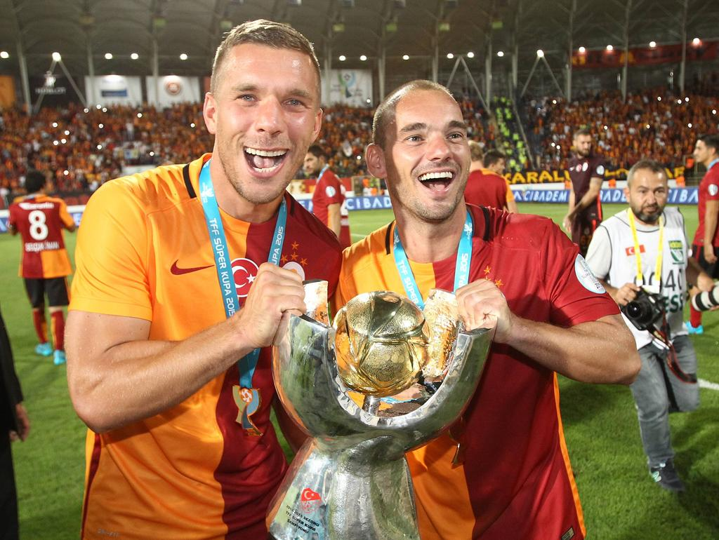 Lukas Podolsk (l.)i hat mit Galatasaray Istanbul den türkischen Supercup gewonnen