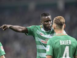 Lamine Sané (l.) und Robert Bauer fallen für Werder Bremen mehrere Wochen aus