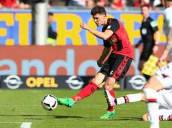 Wenige Tage nach seinem ersten Bundesligatreffer hat Pascal Stenzel dauerhaft in Freiburg unterschrieben