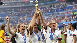 Estados Unidos levanta la Copa Mundial de este año.
