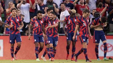 Gyasi Zardes celebró el gol del triunfo a lo grande.