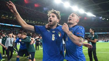 Manuel Locatelli (l.) wechselt offenbar von Sassuolo Calcio zu Juventus Turin