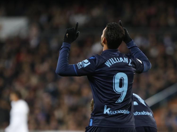 Willian José celebra un tanto suyo en el Bernabéu.