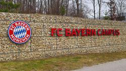 Jose Gallegos stellt sich am Campus des FC Bayern vor