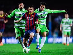 Auch zwei Mann können Messi nicht halten