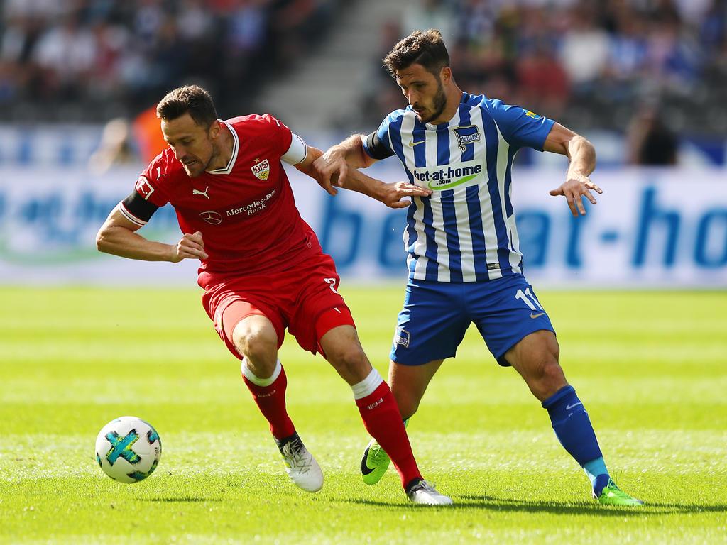 Christian Gentner (l.) und der VfB hatten das Nachsehen gegen Mathew Lecki und die Hertha