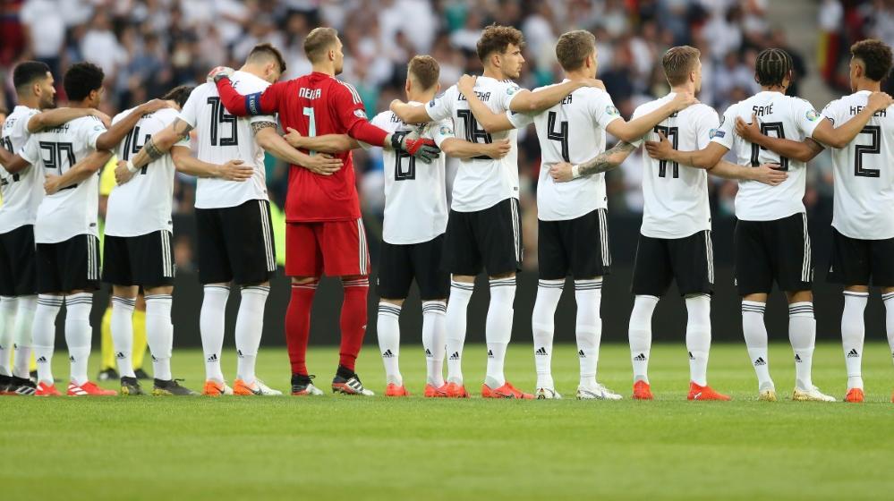 Die Mannschaften werden der Todesopfer in Halle gedenken