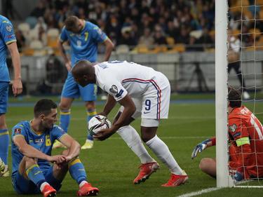Martial anotó salvando el pellejo a los galos.