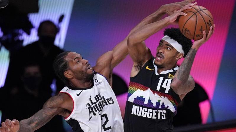 Kawhi Leonard (l.) von den Los Angeles Clippers verteidigt gegen Denvers Gary Harris