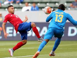 Costa Ricas David Ramirez (l.) erzielt das zwischenzeitliche 2:1 gegen Jamaika