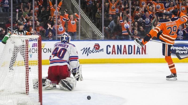 Leon Draisaitl (r.) verzückt die NHL