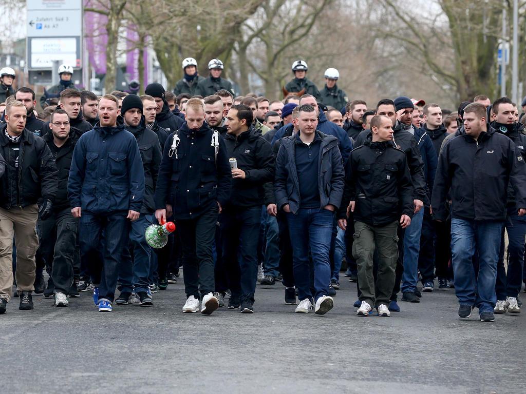 Vermummte Bvb Ultras Uberfallen Wolfsburg Fans