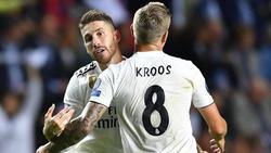 Real Madrids Sergio Ramos (l.) hält große Stücke auf Toni Kroos