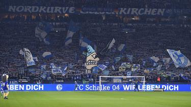Die Nordkurve des FC Schalke 04 war im Spiel gegen Dresden nach anderthalb Jahren wieder stark besucht