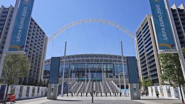 Ein Blick auf den Eingang des Wembley-Stadions in London
