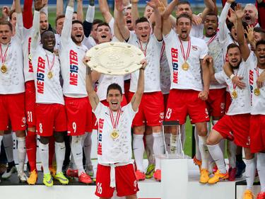 El capitán del Salzburgo Jonatan Soriano con el título de Liga de Austria. (Foto: Imago)