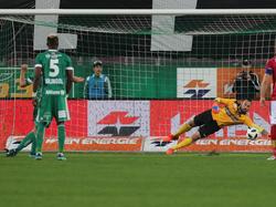 Stefan Schwab traf vom Punkt zum zwischenzeitlichen 2:0 für Rapid