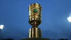 Der DFB-Pokal: Auf diese Trophäe haben es die 16 Teams abgesehen