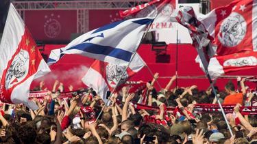 Die Ajax-Fans feiern den Meistertitel ihrer Mannschaft