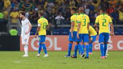 Wieder kein Titel für Lionel Messi (l.)