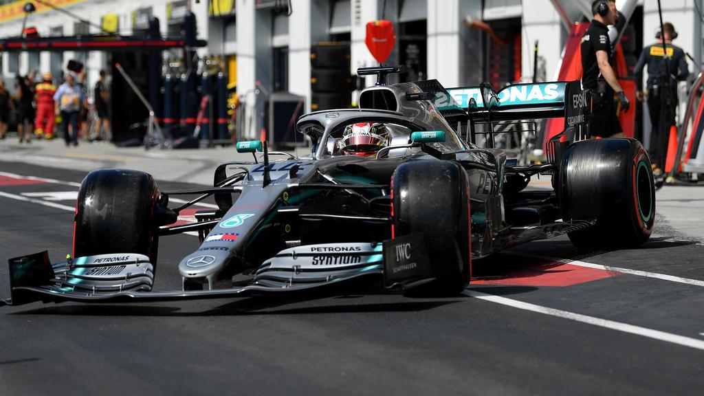 Lewis Hamilton musste seinen Flügel nach einem Defekt tauschen lassen