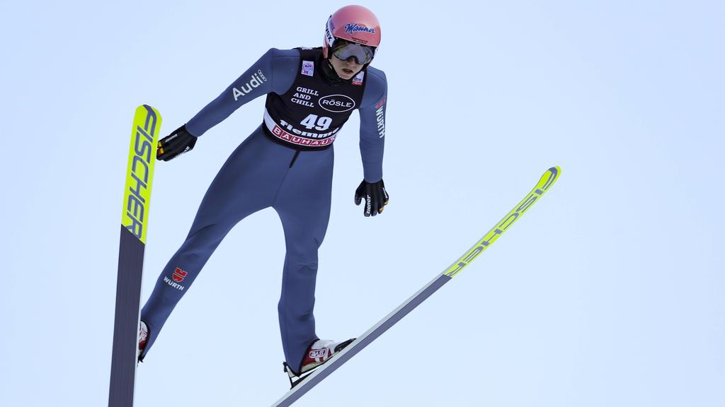 Karl Geiger hat den Weltcup in Val di Fiemme gewonnen