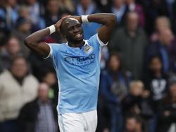Eliaquim Mangala baalt van een gemiste kans in de wedstrijd Manchester City - Manchester United. (20-03-2016)