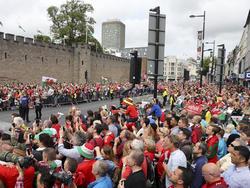 Walisische Fans feiern ihre Helden