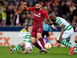 Dabbur dribbelt gegen Celtic
