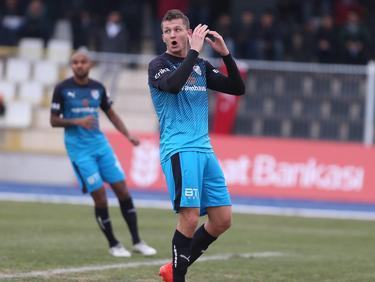 Tomáš Necid baalt van een gemiste kans voor Bursaspor in de Turkse beker tegen Aydinspor. (22-12-2016)