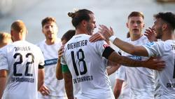 Dennis Diekmeier lässt sich für seinen Treffer feiern