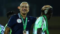 Gernot Rohr trainiert Nigeria auch weiterhin