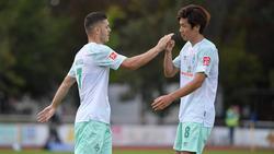 Milot Rashica (l.) und Yuya Osako bleiben in Bremen