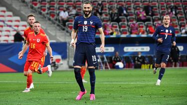 Benzema falló un penalti en su vuelta con Francia.