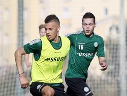 Henk Bos (18) in duel tijdens de training van FC Groningen in Oliva. (04-01-15)