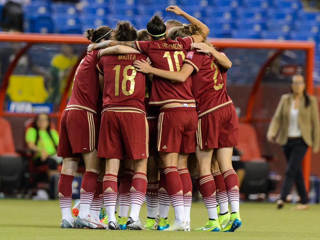 España celebra el gol del empate ante Costa Rica obra de Losada. (Foto: Getty)