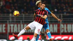 Hakan Calhanoglu und der AC Milan holten einen Punkt gegen Neapel