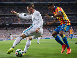 Murillo (dcha.) tapa a Bale en el duelo ante el Madrid en el Bernabéu. (Foto: Getty)