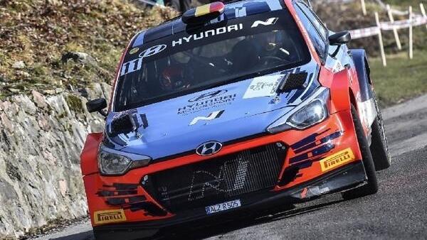Thierry Neuville gewann im R5-Auto die Ciocco-Rallye in Italien