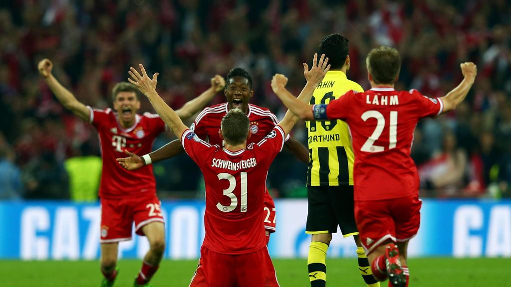 Bastian Schweinsteiger (M.) bejubelt mit dem FC Bayern den Sieg der Champions League
