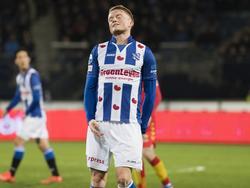 Sam Larsson baalt van een gemiste kans in de eerste helft van de wedstrijd sc Heerenveen - Go Ahead Eagles. (03-03-2017)