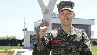 Heung-Min Son hat die Militärausbildung in Südkorea abgeschlossen