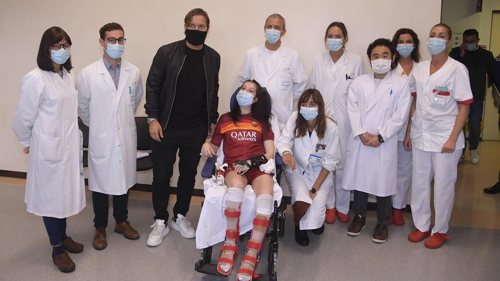 Francesco Totti besucht Unfallopfer in der Klinik