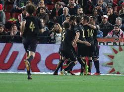 Die Spieler von Racing Santander feiern nach dem Auswärtsspiel bei UD Almería ihren Viertelfinaleinzug in der Copa del Rey