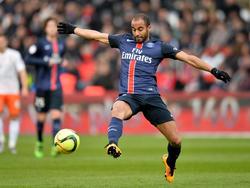 Lucas heeft balbezit tijdens het competitieduel Paris Saint-Germain - Montpellier (05-03-2016).