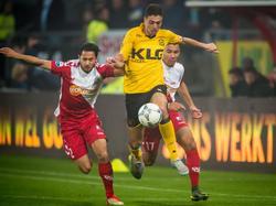 Mark van der Maarel (l.) ziet Hicham Faik (r.) vertrekken tijdens het competitieduel FC Utrecht - Roda JC Kerkrade. (17-10-2015)