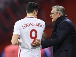 Adam Nawalka (r.) muss als Trainer der polnischen Auswahl seinen Hut nehmen