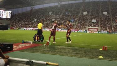 Andres Iniesta (l.) lief nun erstmals für Vissel Kobe auf (twitter.com/vissel_kobe)